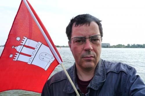 Selbst mit Fahne bei Teufelsbrück
