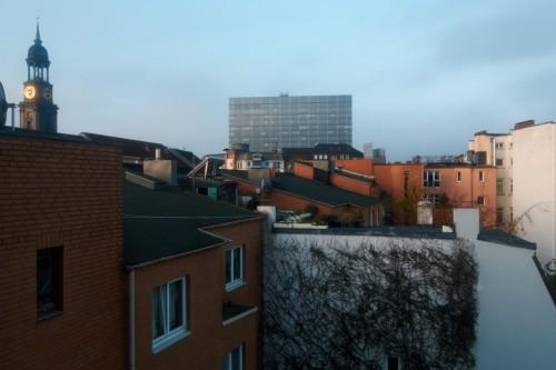 Blick über die Dächer der Neustadt zur Morgenstunde