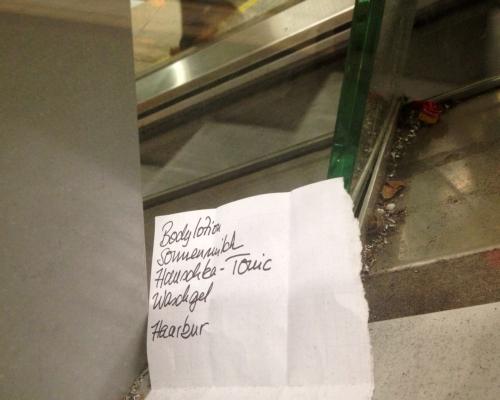 Zettel am Bahnhof Altona, 4.3. 2014