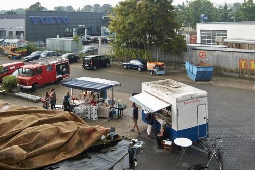 Aufbau für die große Party im Hof  - Sommerfest 2015