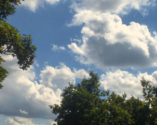 Sommerwolken über Hamburg