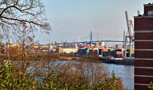 Blick zur Köhlbrand-Brücke