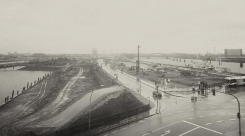 Baufeld Versmannkai im Regen