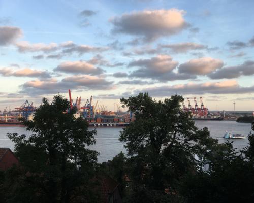 Abendstimmung an der Elbe vom Schulberg aus gesehen