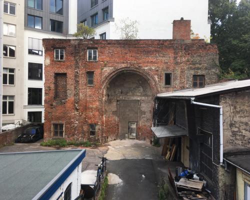 Tempel Poolstraße - Reste der Apsis im Hinterhof