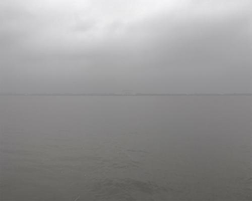 Elbe grau am Falkensteiner Ufer