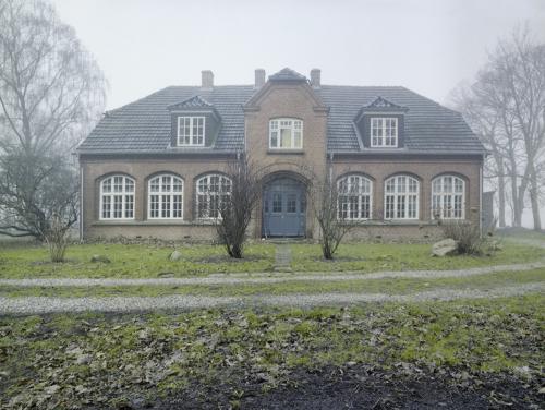 Falsterhus im Nebel - Panorama aus 3 analogen Bildern zusammengesetzt