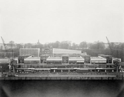 Altonaer Fischereihafen. Blick vom Dockland. Analoge Fotografie direkt belichtet auf 4x5 Fotopapier.