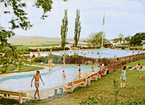 Schwimmbad meiner Kindheit (Postkarte)